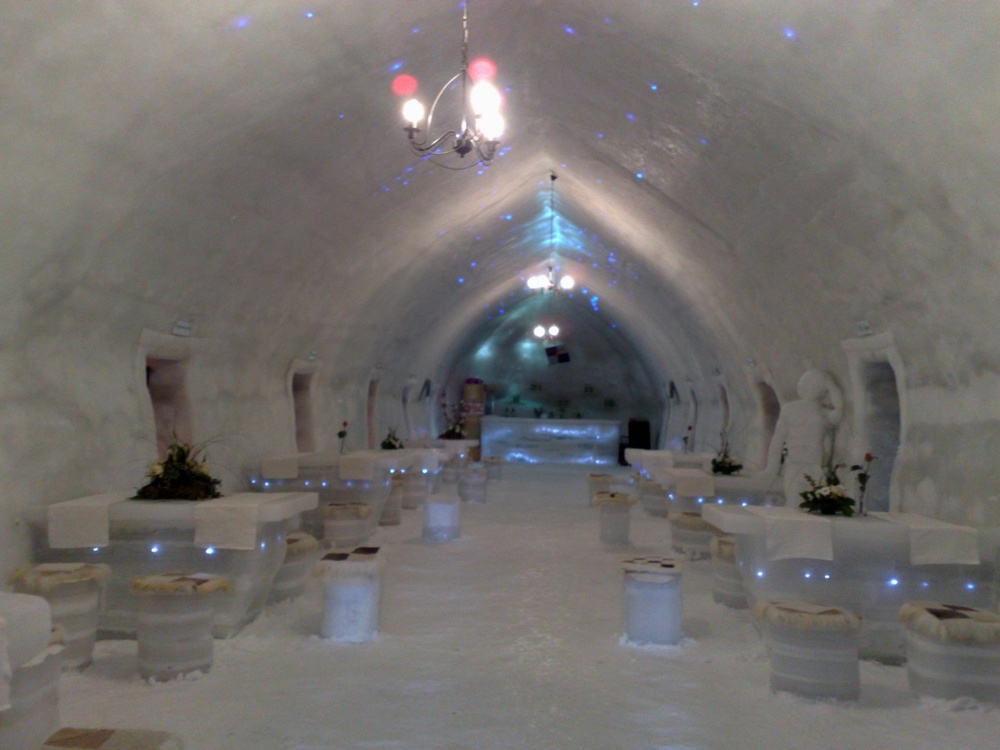 ice-hotel-at-balea.jpg