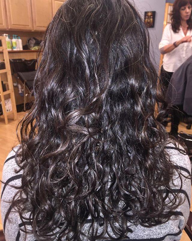 Beautiful trim on one of our clients. No matter the pattern/texture deva can moisturize your curls 🌀 #DevaCut#SuperCream#NaturalChix#NaturallyShesDope#CurlyGirls#luvyourmane#Kinkycurlyhair#naturalhair#curlsfothegirls#washandgo
