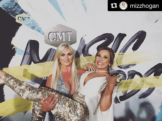 She don't lie!!! @mizzhogan is so strong & sexy!!! From the inside out. #powerfulwomen on the #redcarpet lift each other up on the daily. #cmt #cmtawards #womensempowerment #strongwomen