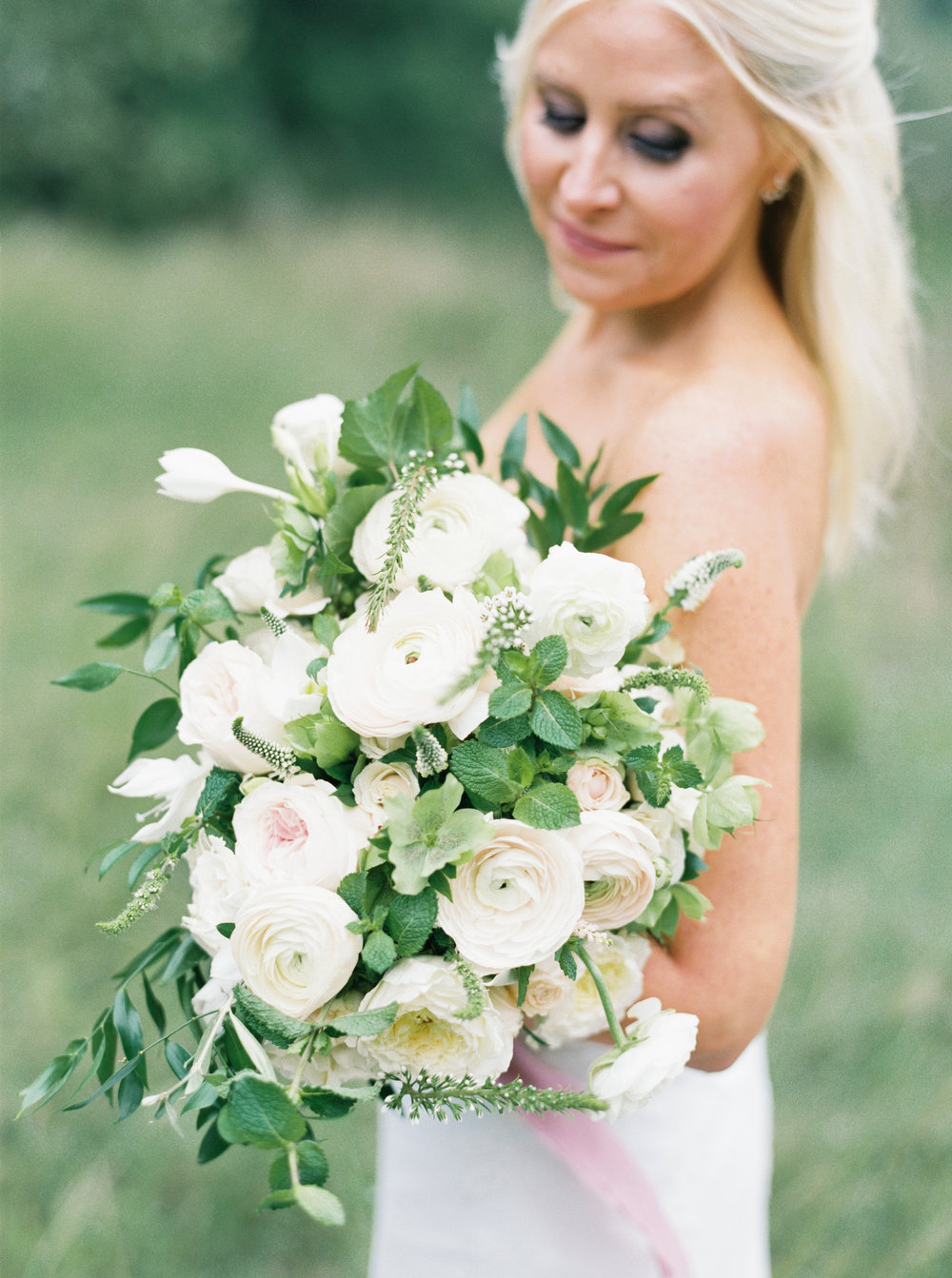 Austin Bride with White and Blush Bouquet