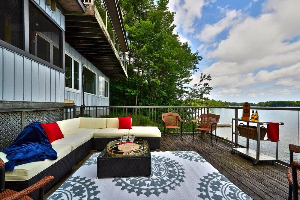 lakefront lounge.jpg