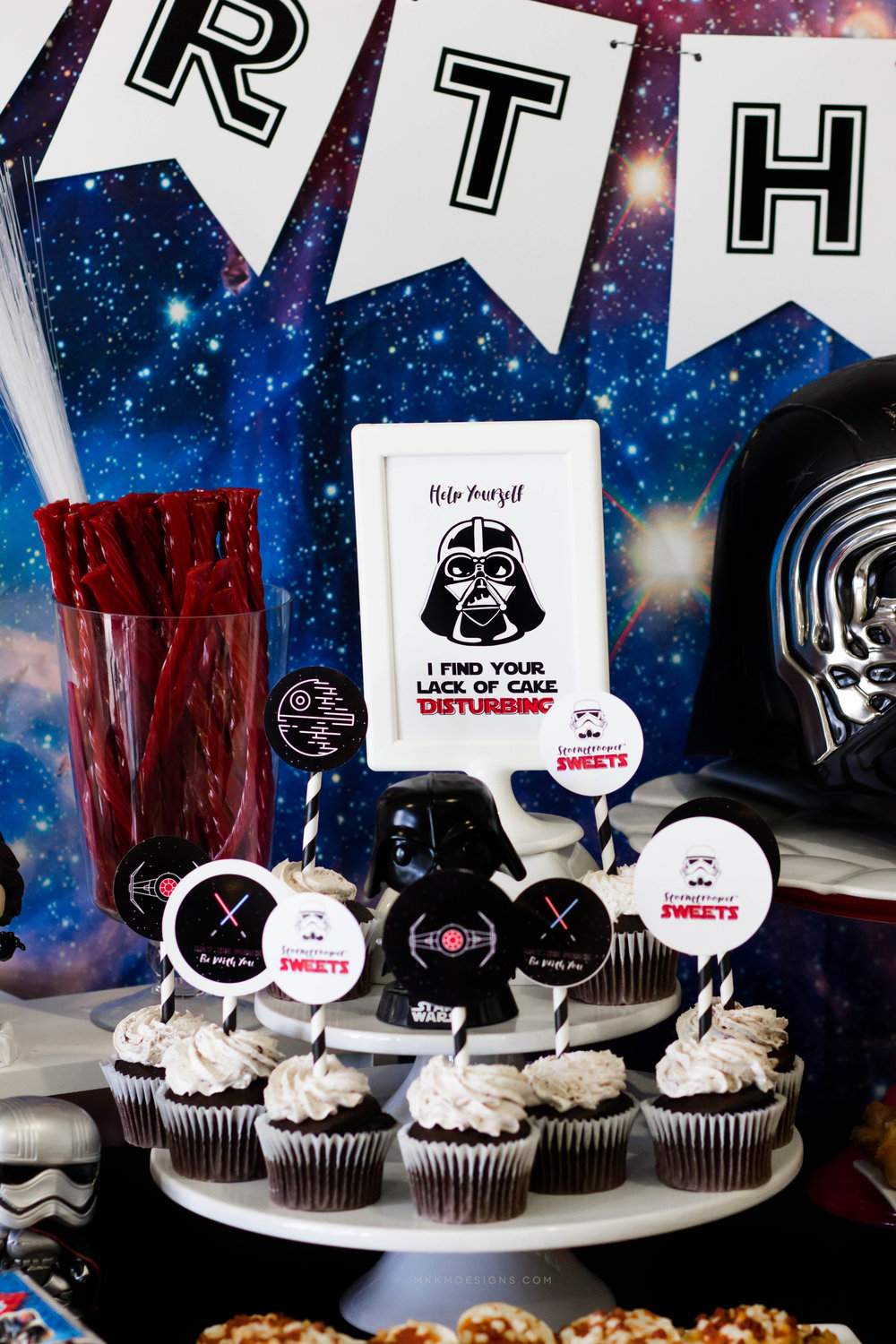 Star Wars Party Printables by MKKM Designs. Hop over to the blog and grab some free printables for your little one's party!