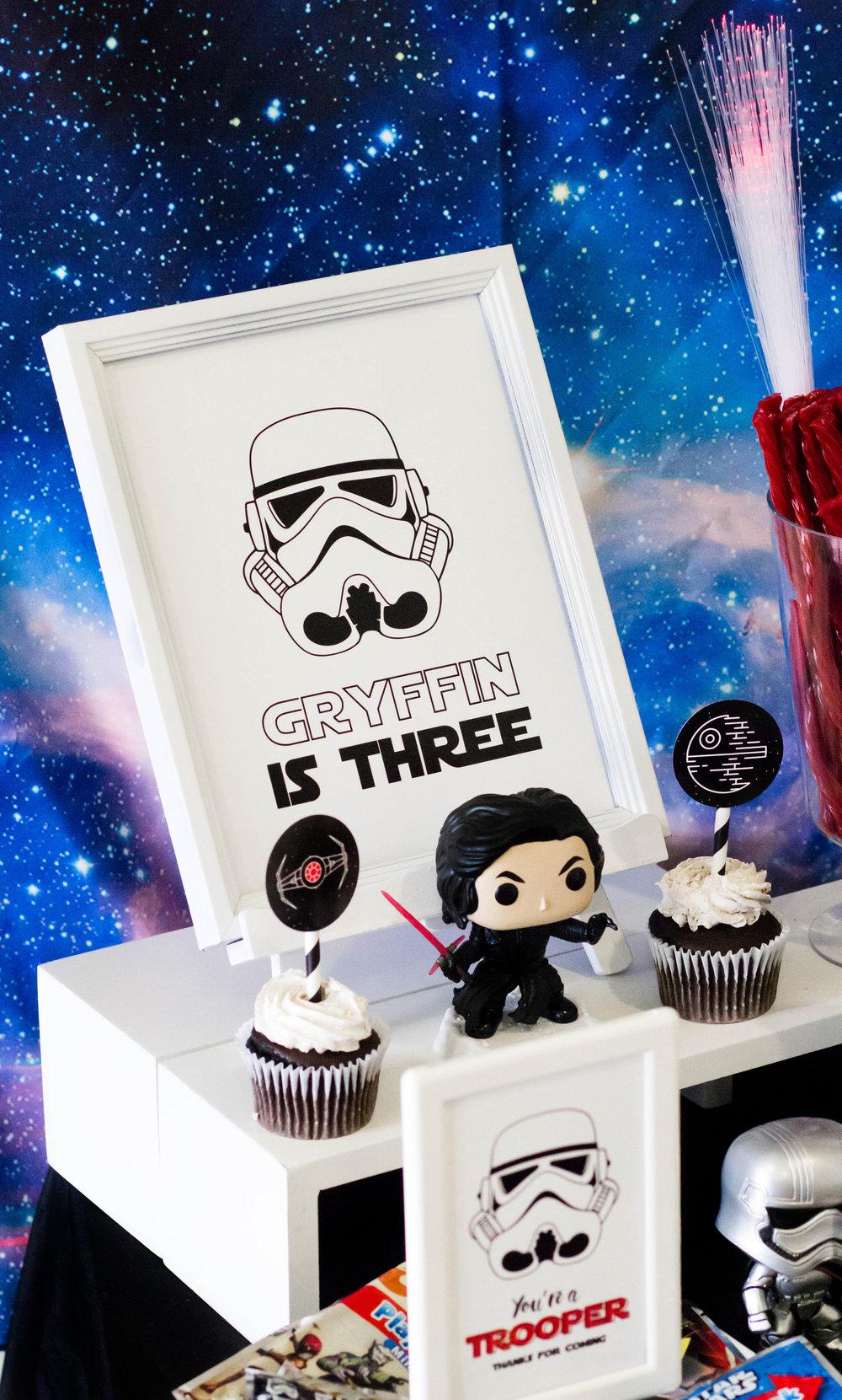 Custom Star Wars Birthday Age Sign // mkkmdesigns