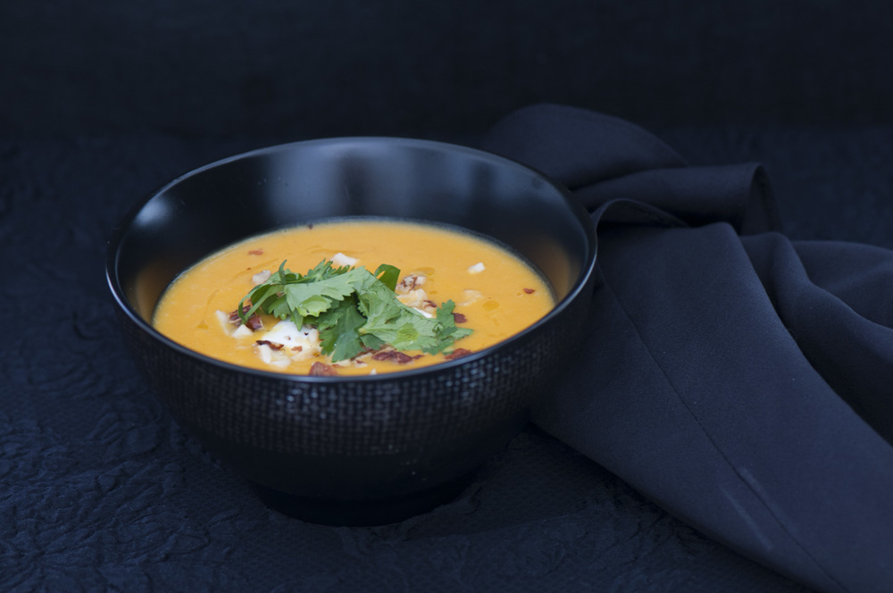 Fairytale Pumpkin soup with coconut milk and curry in 4 easy steps