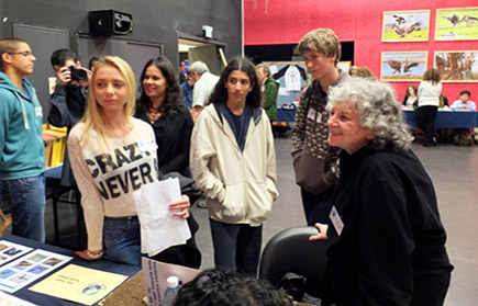 Ada Yonath visiting with students about their research