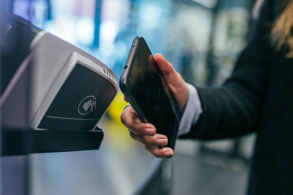 Muchos expertos predicen que pagar en efectivo únicamente con el propio dispositivo móvil es el futuro de la venta minorista