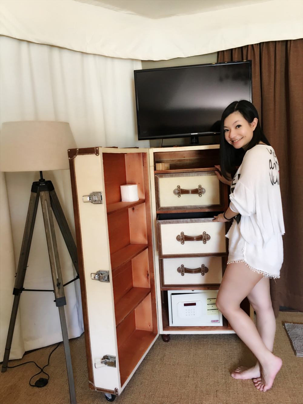 Trunk of chest drawers..
