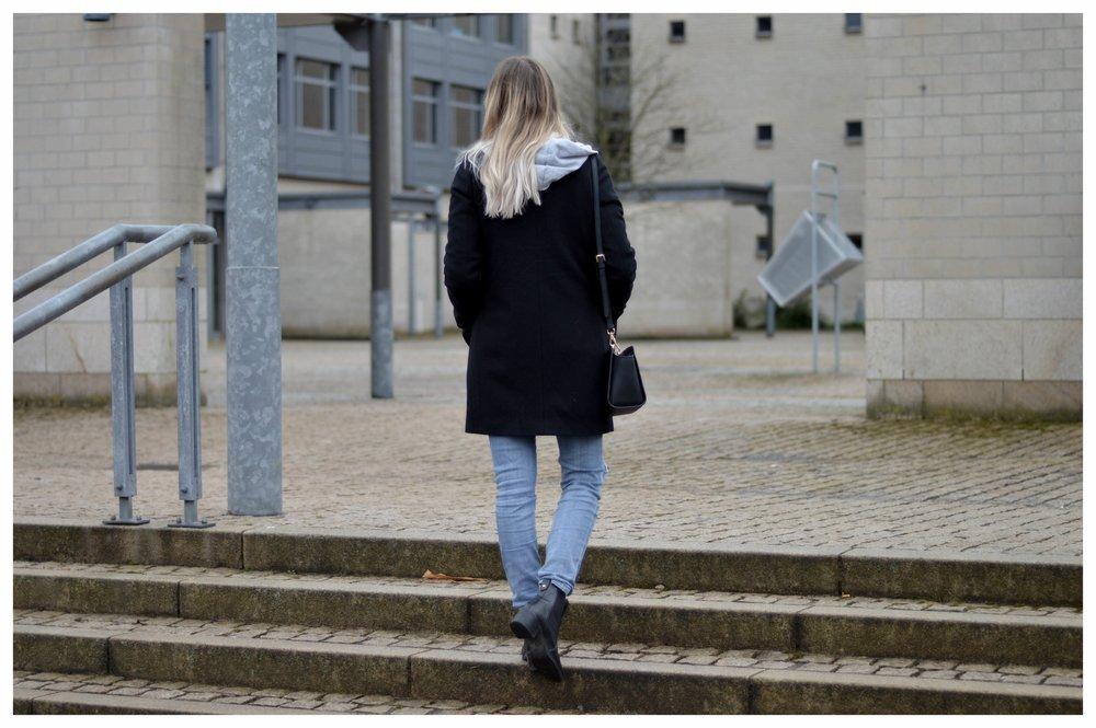 Black Coat Hoodie & Ripped Jeans - OSIARAH.COM (3 sur 54).jpg