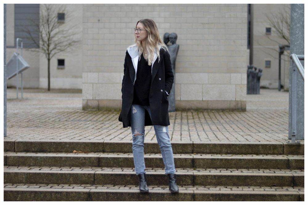 Black Coat Hoodie & Ripped Jeans - OSIARAH.COM (5 sur 54).jpg