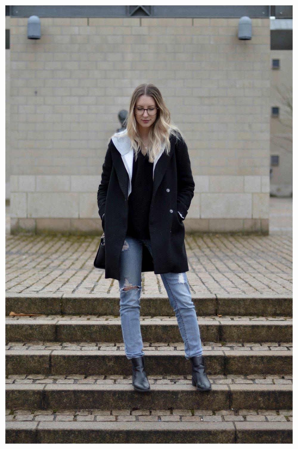 Black Coat Hoodie & Ripped Jeans - OSIARAH.COM (6 sur 54).jpg