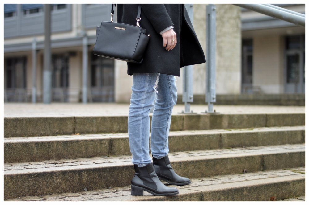 Black Coat Hoodie & Ripped Jeans - OSIARAH.COM (35 sur 54).jpg