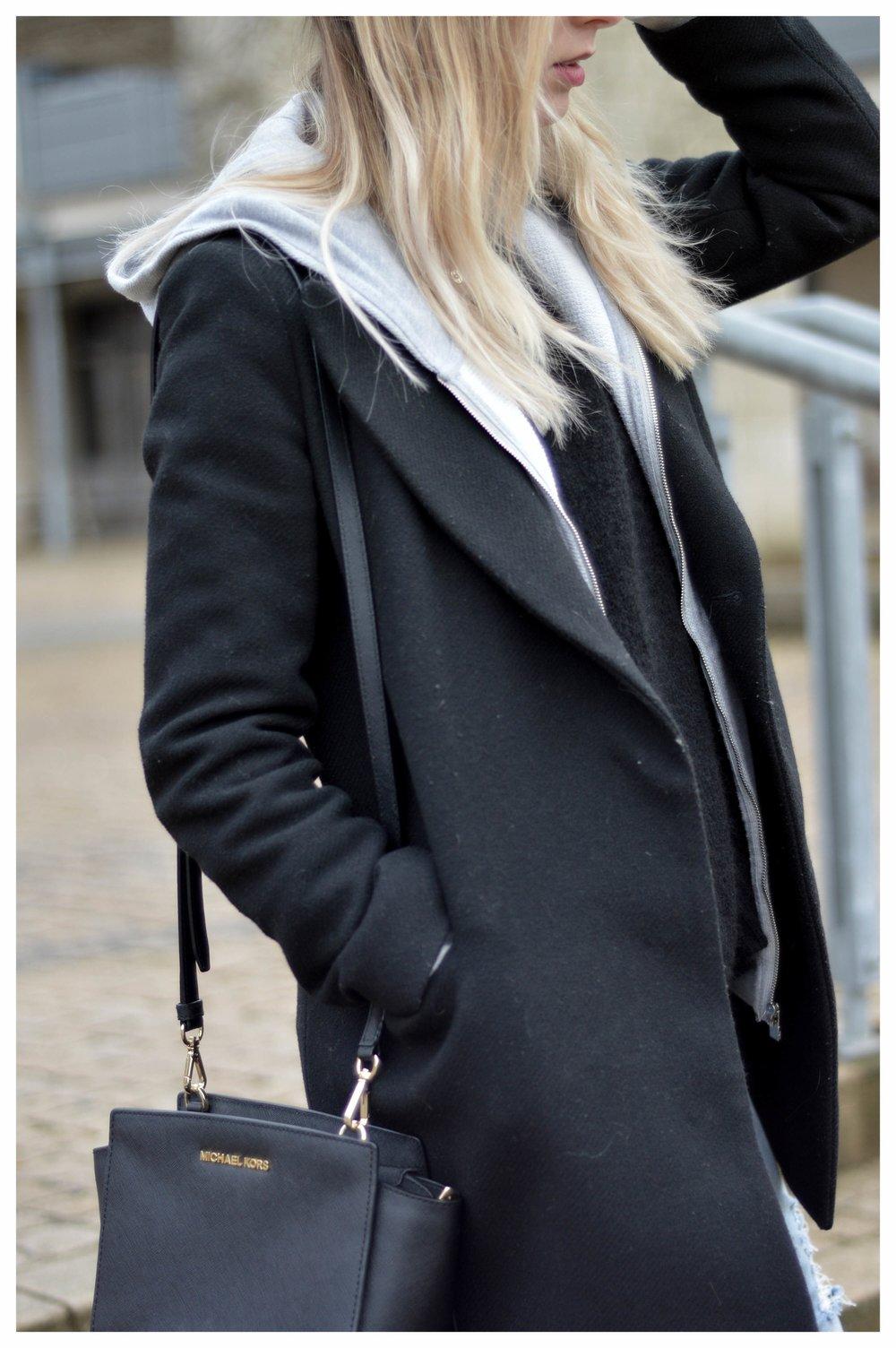 Black Coat Hoodie & Ripped Jeans - OSIARAH.COM (41 sur 54).jpg