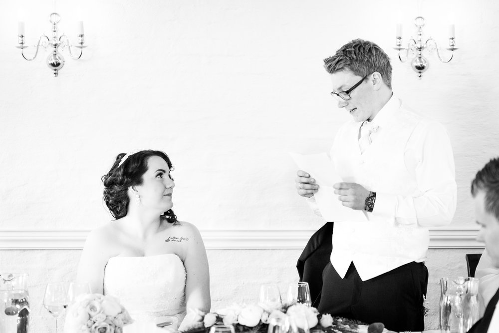 Groom reads eternal love speech to bride in Stavanger Guillem Cheung Bryllup