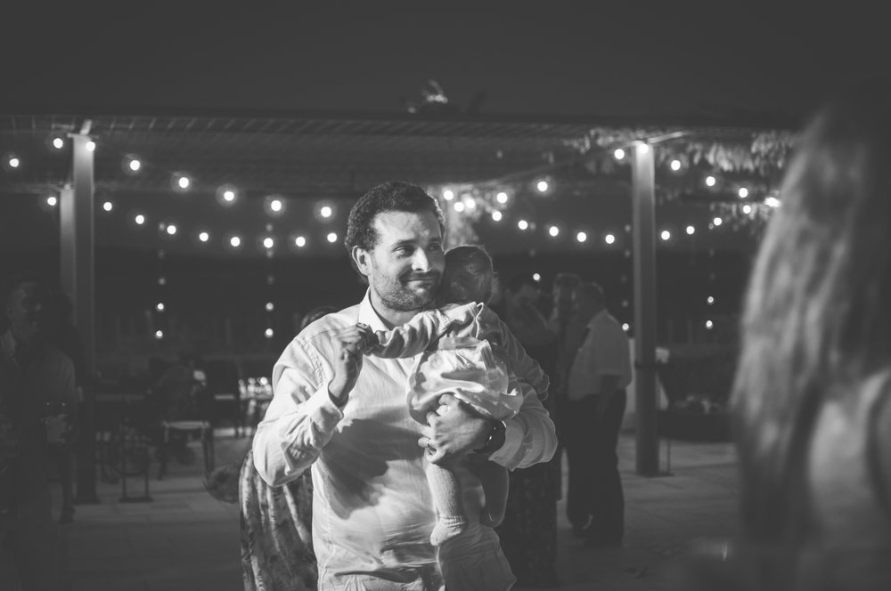 Father and daughter dance at the wedding reception BW Guillem Cheung Bryllup Spain
