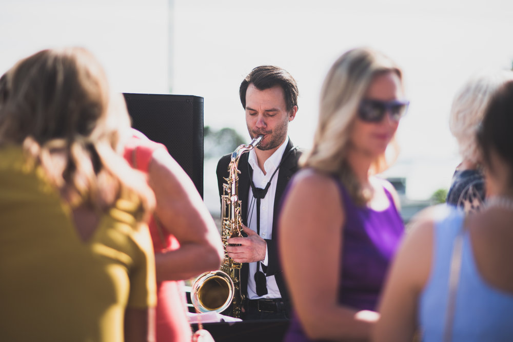 Musician performs in a wedding in Stavanger Guillem Cheung Bryllup