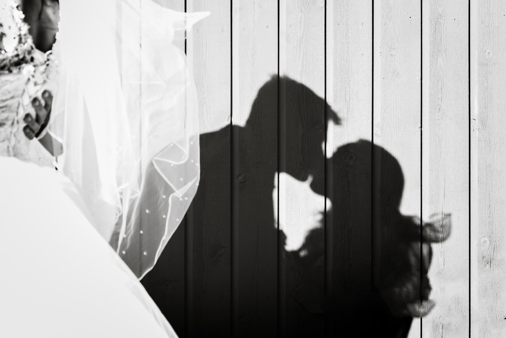 Shadow of bride and groom kiss BW Stavanger Wedding Guillem Cheung Bryllup