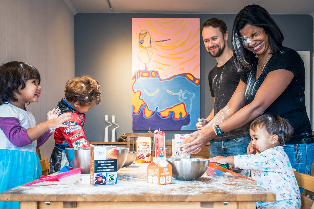 Flour battle home Family photography Stavanger Familie fotografering