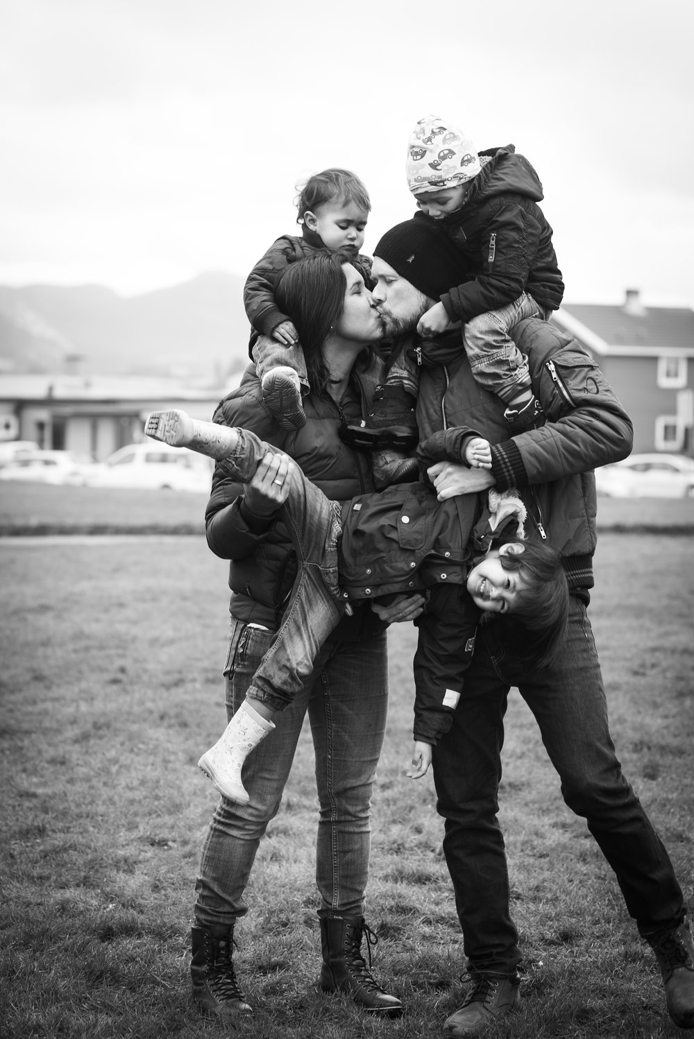 Family having fun photography outdoor Stavanger Familie fotografering