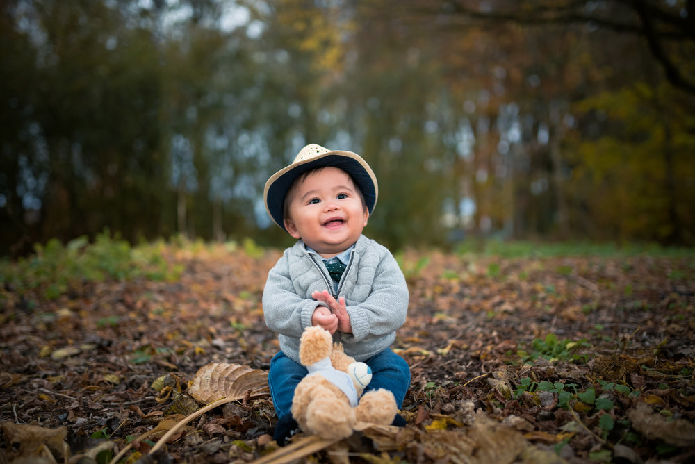 Happiest baby n autumn leaves family photography outdoor Stavanger Familie fotografering