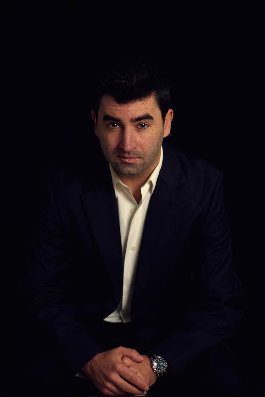 Editorial headshot male Stavanger portrett fotograf Guillem Cheung.jpg