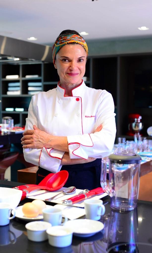 Chef Estela Passoni - Na minha busca pela revolução alimentar, eu crio receitas incríveis, pois saúde vem por meio de muitas formas e a primeira delas é através da comida.Alimentação saudável sempre deve ser um prazer.