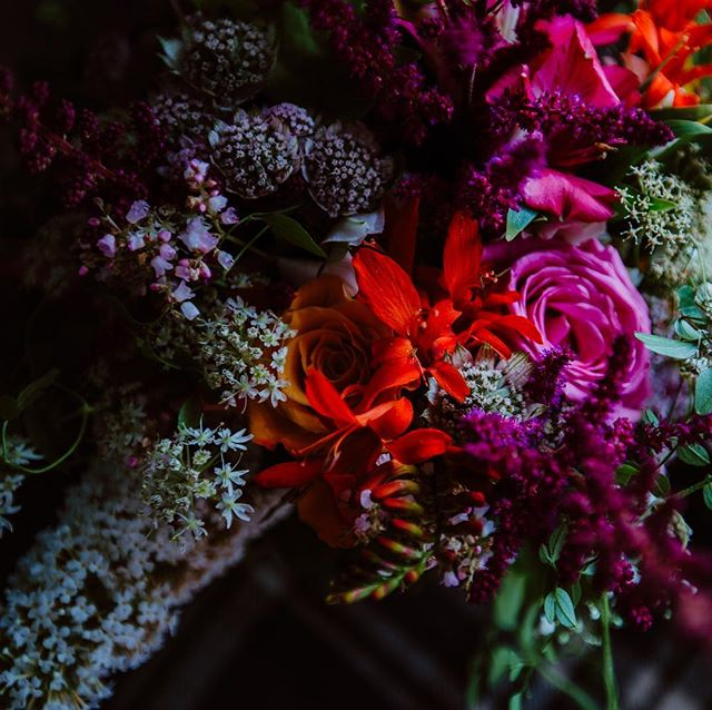 in love with stunning wild floral arrangements 🌼🌸🌺💐 #weddingbouquet . . . #weddingdetails #floralarrangement #weddingflowers #weddingflorals #weddingphotographer #flowers #wildflowers #colourful #newcastleweddingphotography #weddingdecor #weddingflowerinspiration #bridesupnorth