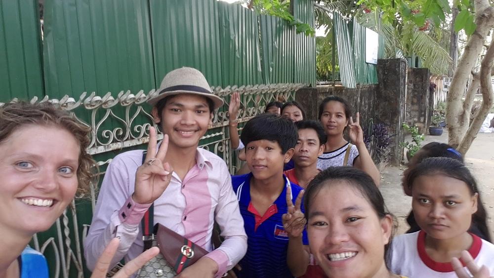 Een selfie met de mensen van het Deaf Development Program.