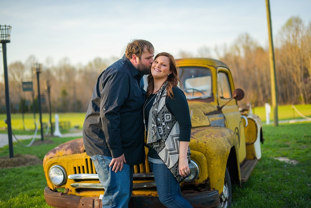 vintager-inn-new-kent-engagement-session_0005.jpg