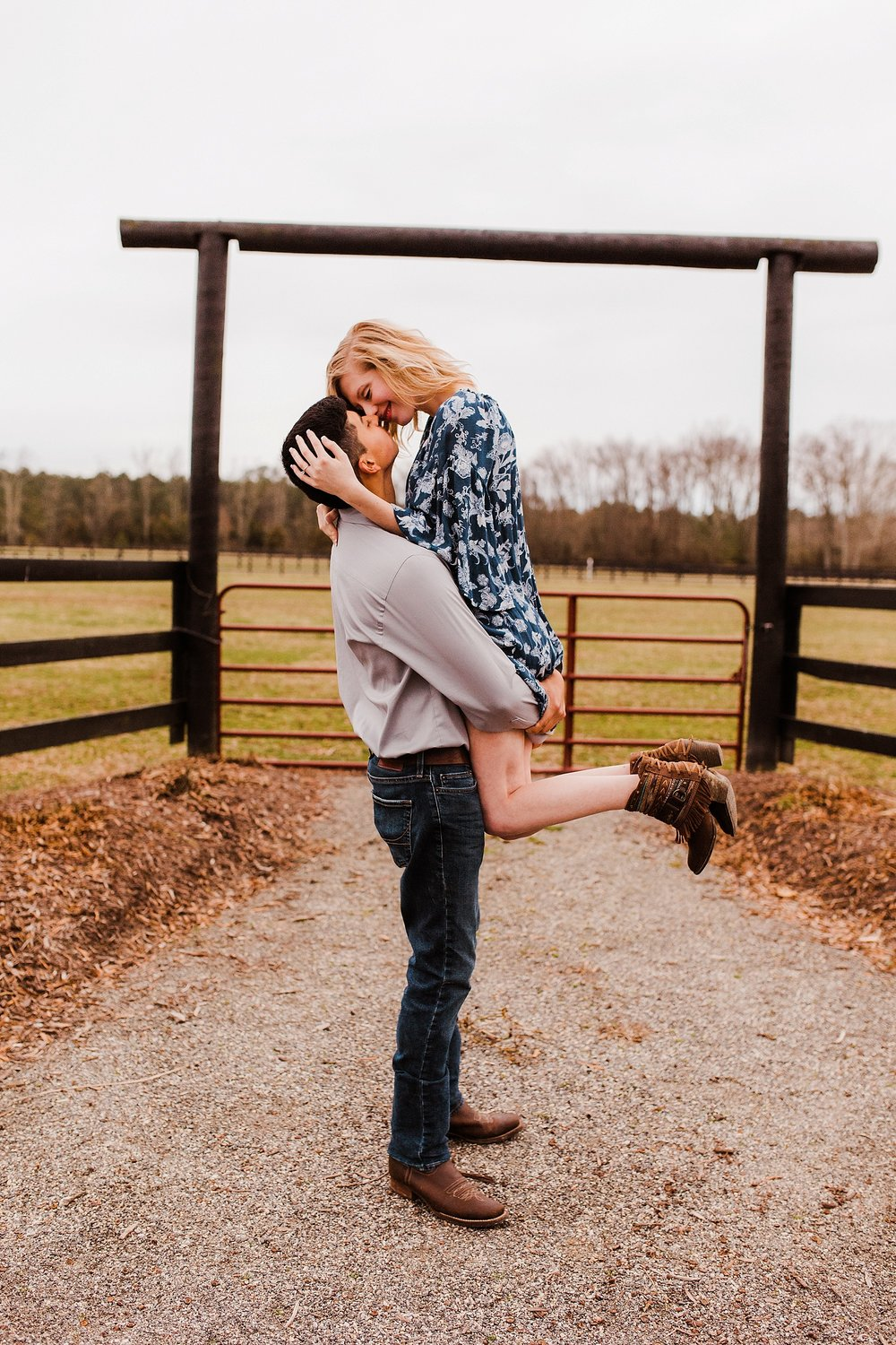 alturia-farms-engagement-session_0013.jpg