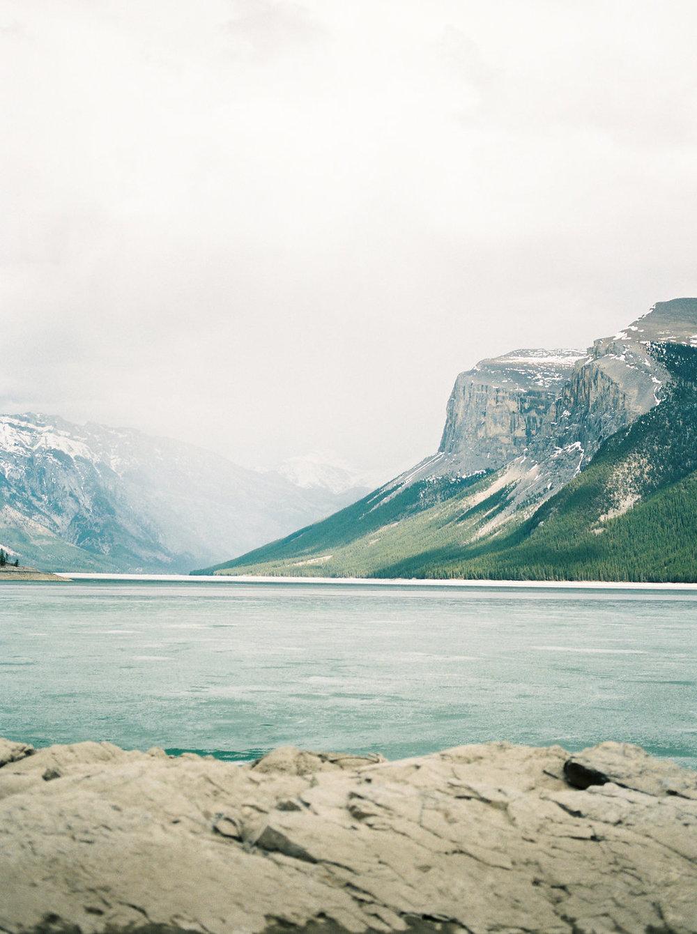 LakeMinnewankaSpringBridalEditorial(50).jpg