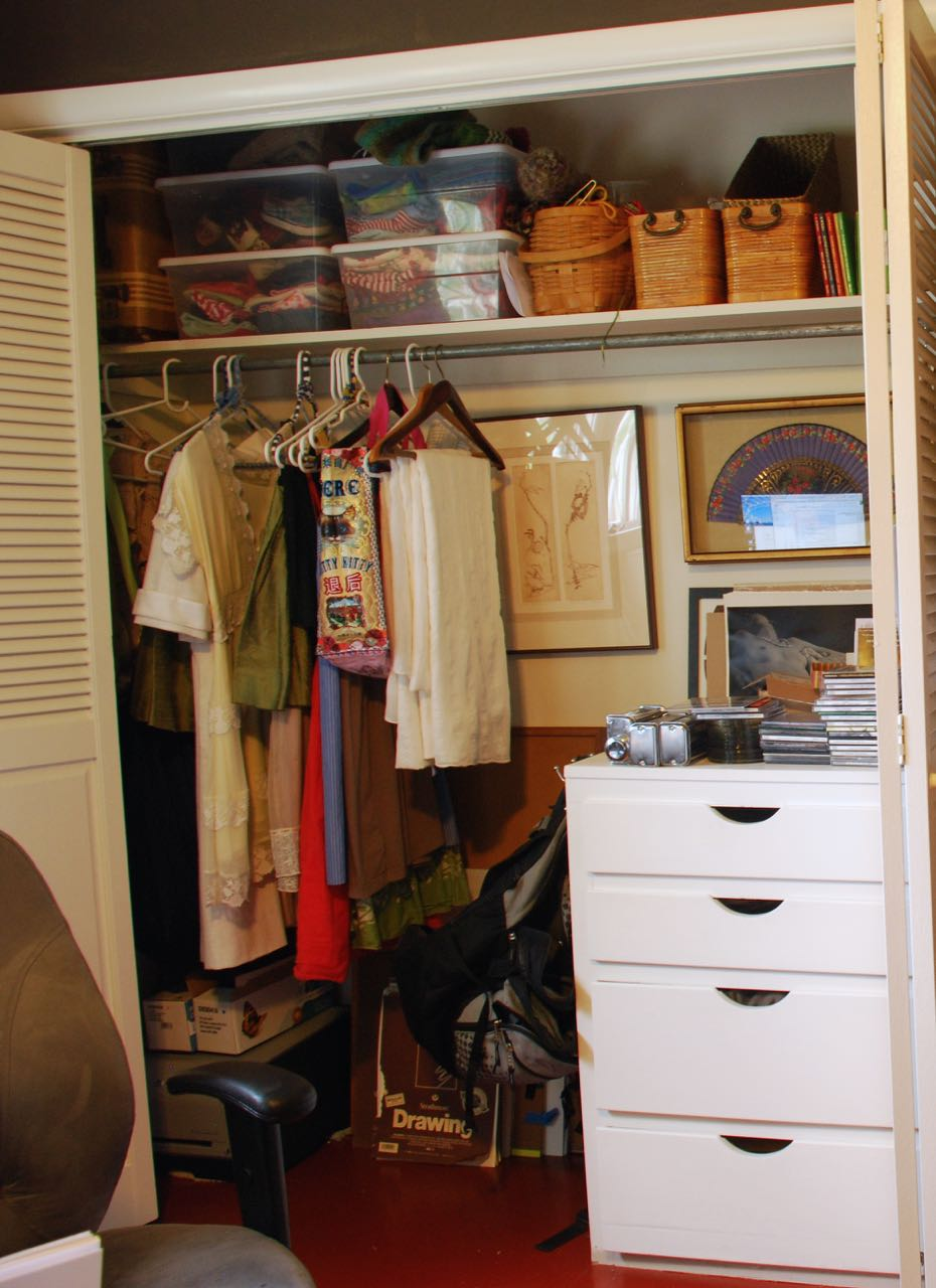 left side front closet-full.jpg