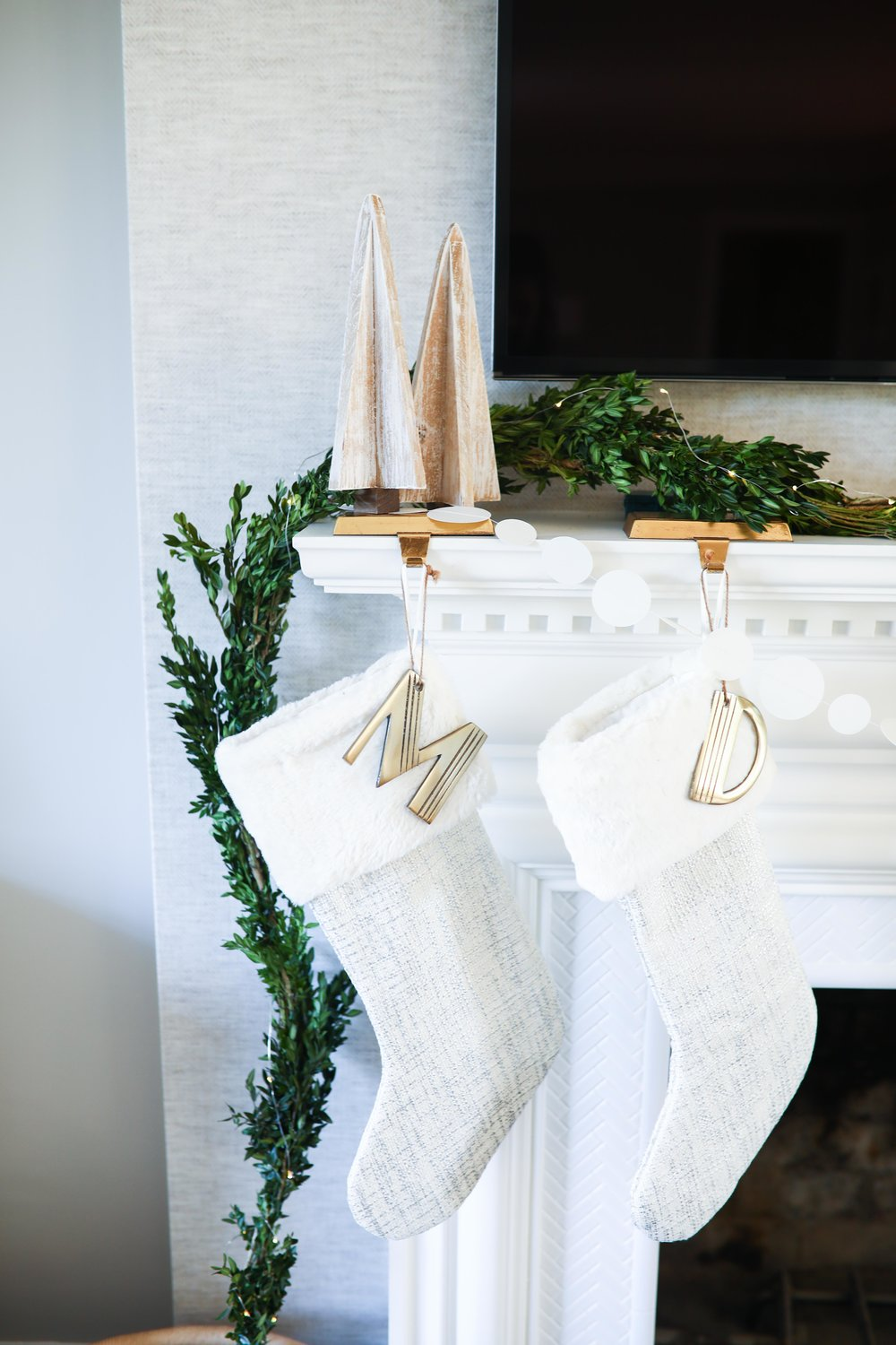 WHITE + GOLD CHRISTMAS DECOR — Living With Landyn