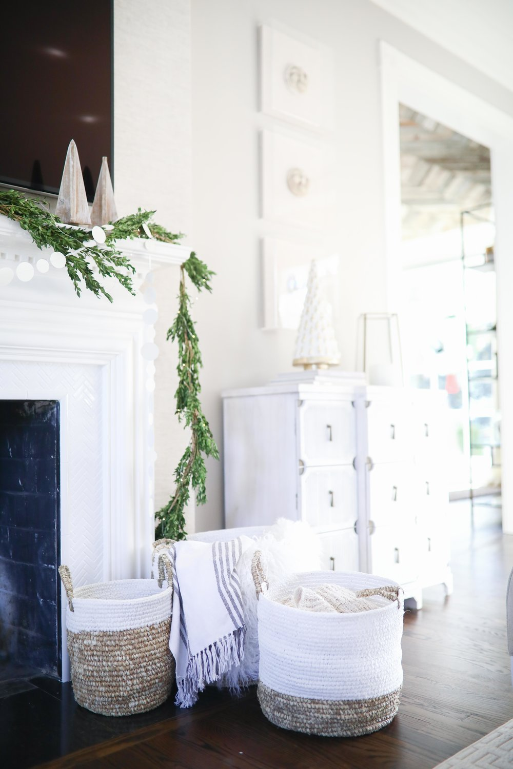 WHITE GOLD CHRISTMAS DECOR Living With Landyn - Painted fox home