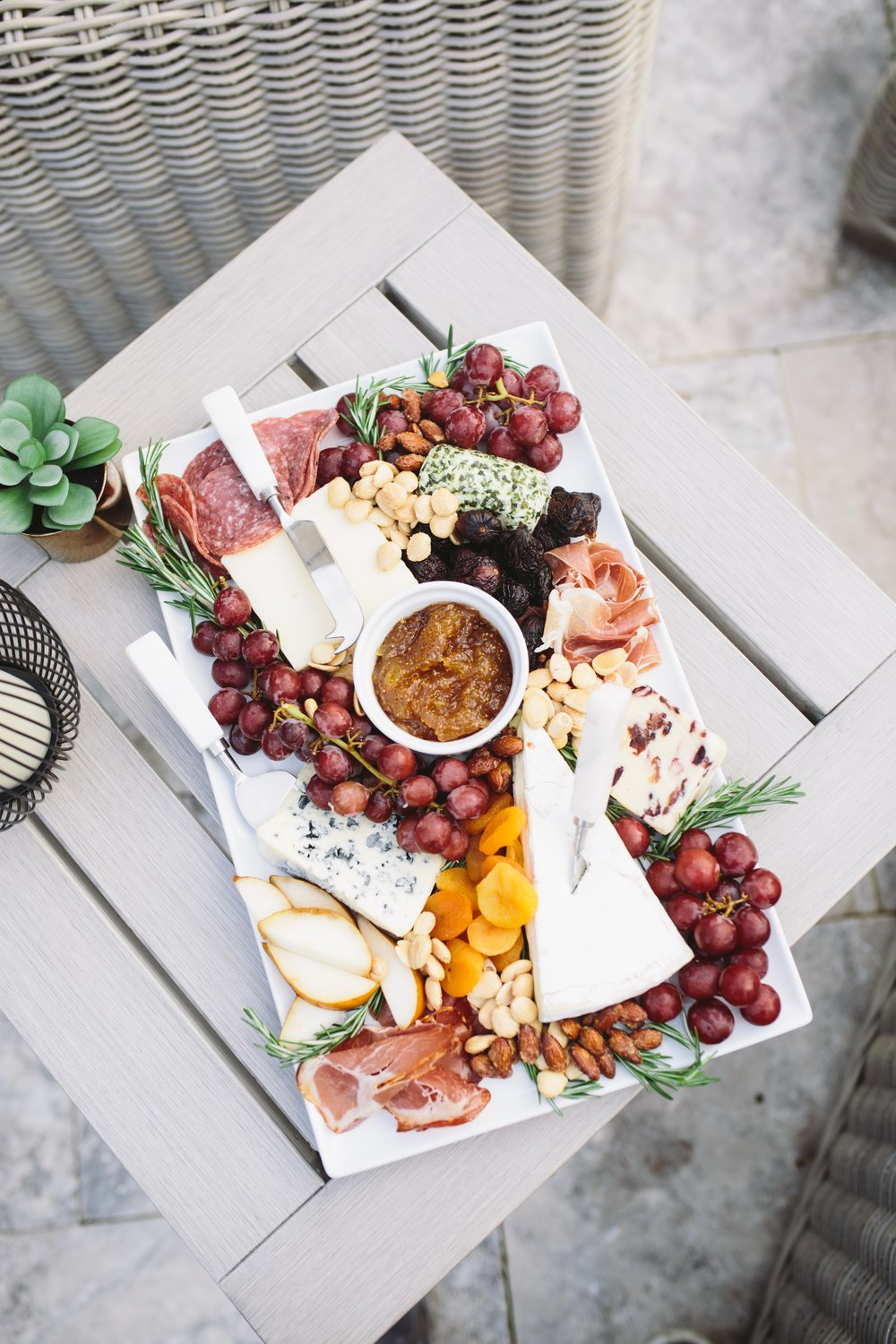 HOW TO MAKE A CHEESE PLATE FROM ABOVE