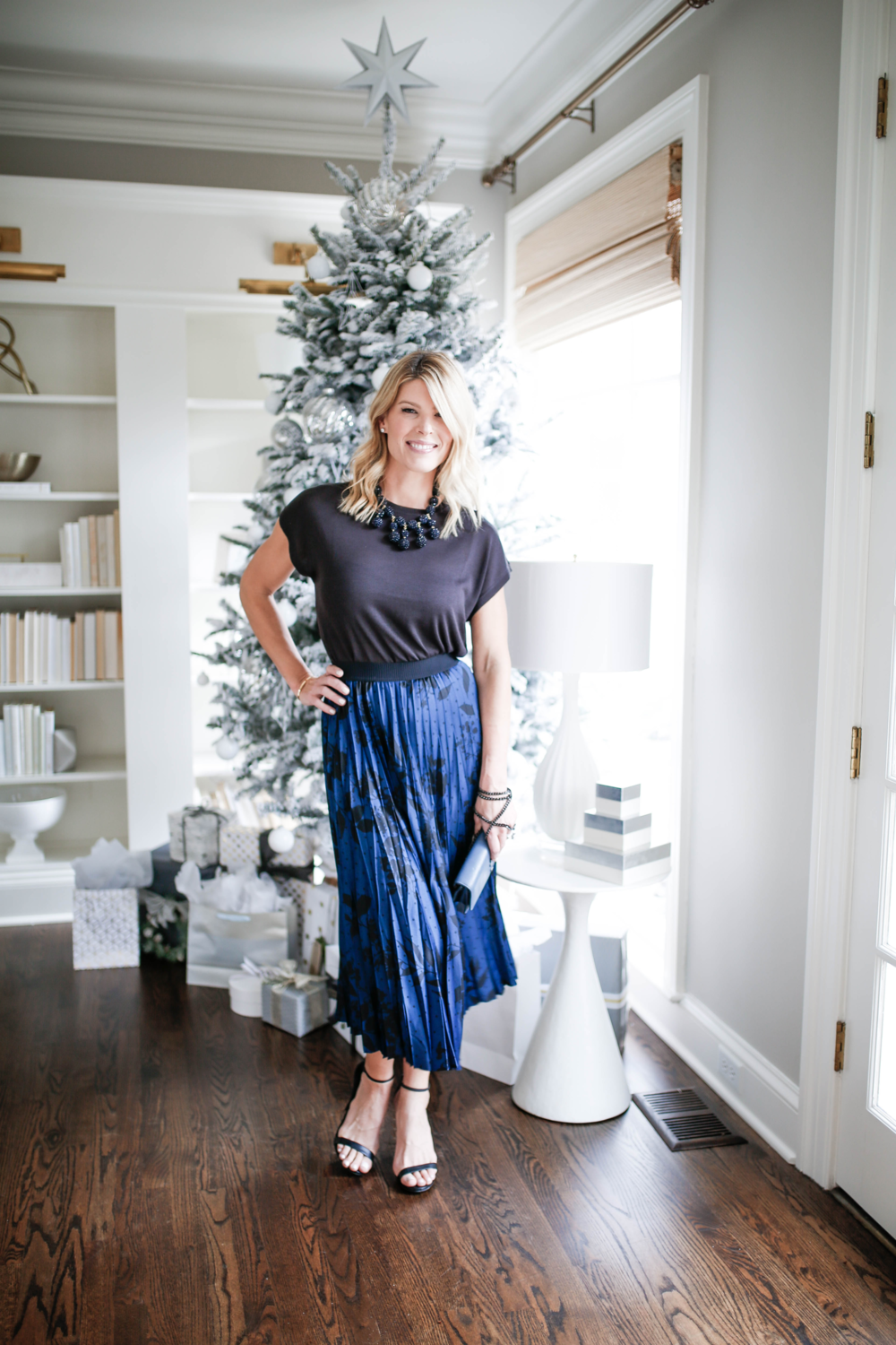 What to wear to an office holiday party, fun and flirty skirt for holiday office party