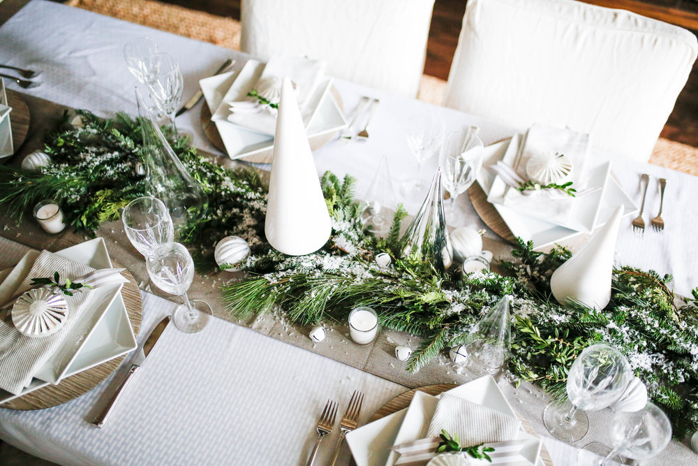a simple Christmas table decoration
