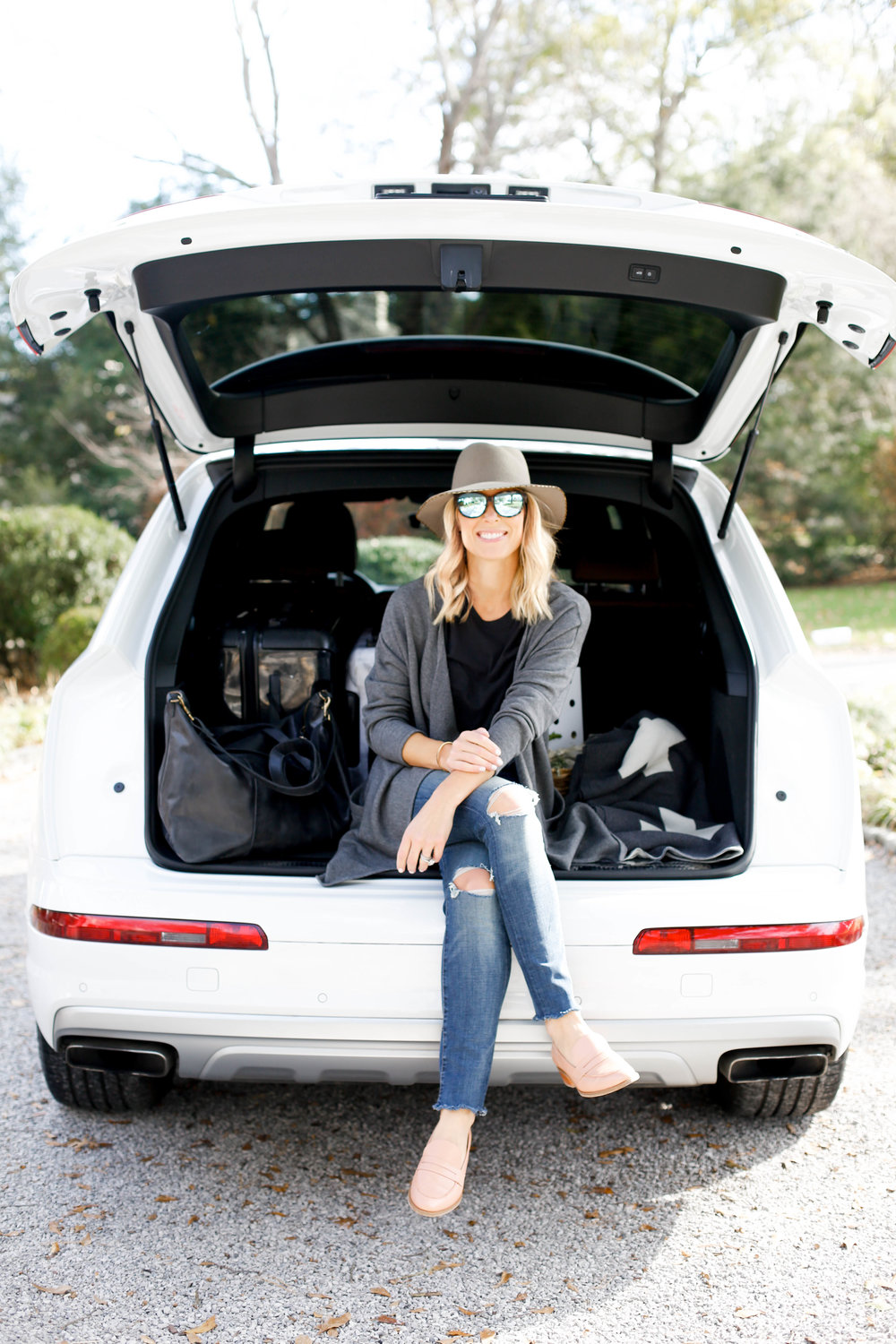 what to wear for holiday travel, what to wear for traveling in a car