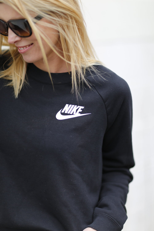 Black Nike Sweatshirt, the perfect gym sweatshirt
