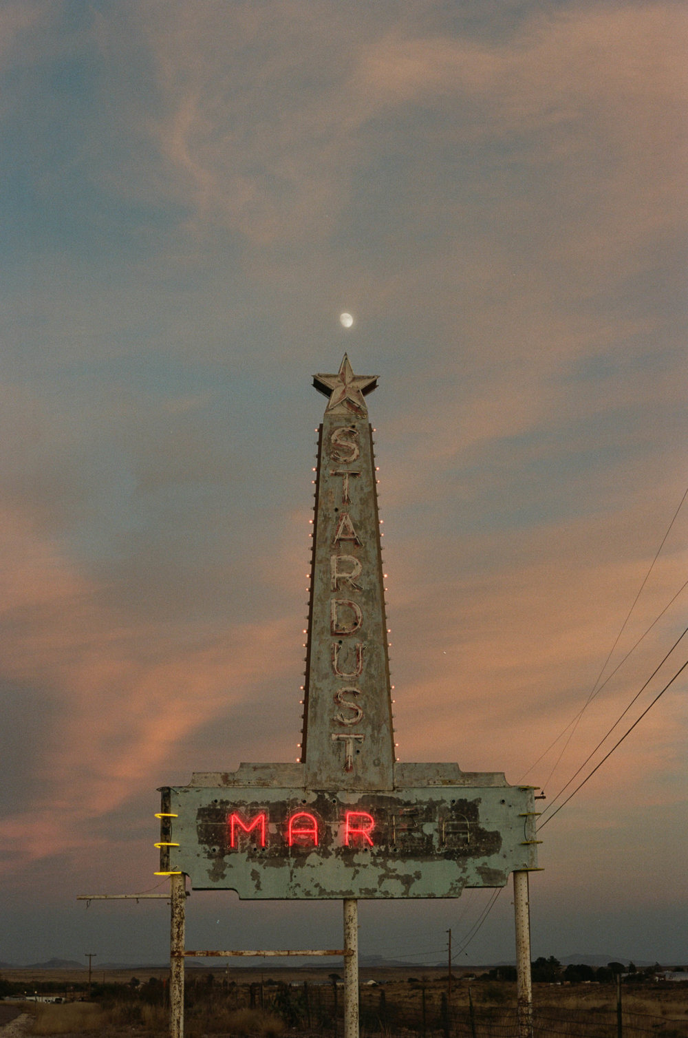 road-trip-marfa-texas-sunset-moon-portra-160-1