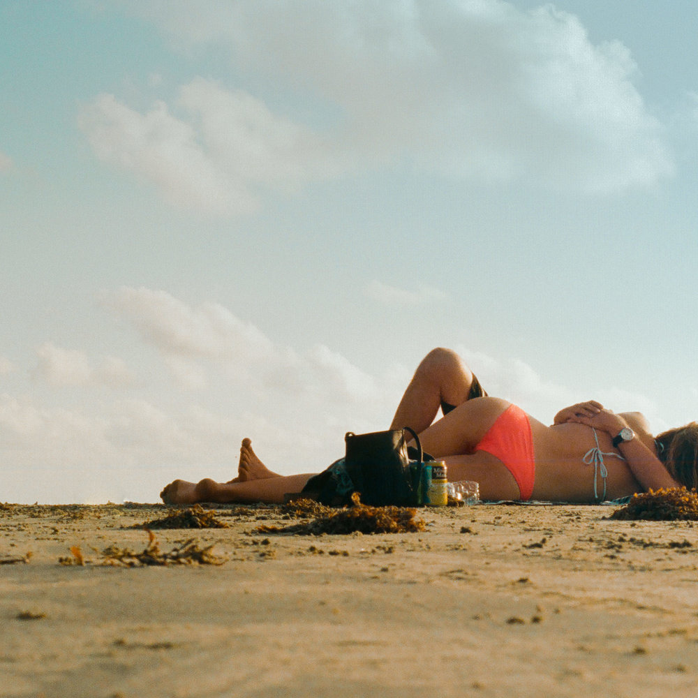 180827-kirby-gladstein-photography-lover-on-the-beach-reedits-.jpg