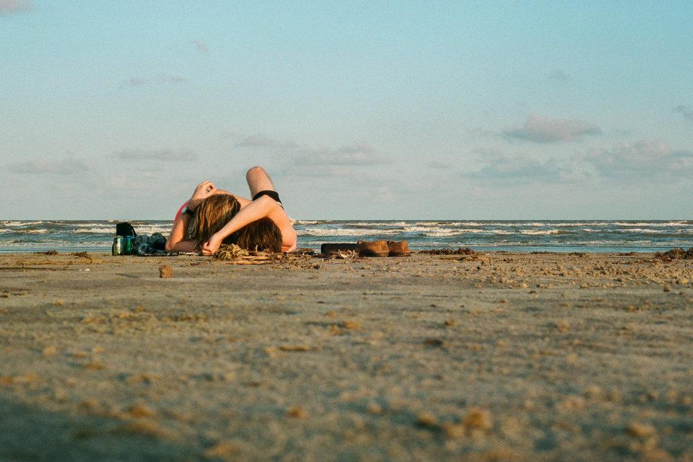 180827-kirby-gladstein-photography-lover-on-the-beach-reedits-025.jpg