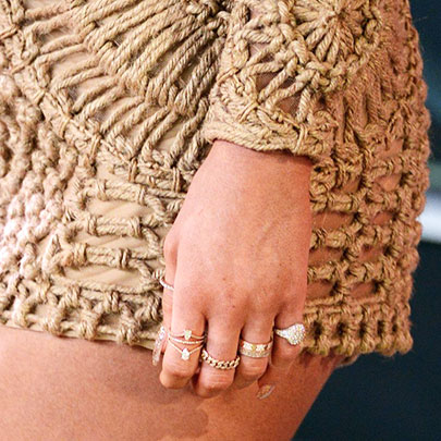 KYLIE JENNER JEWELRY DETAIL