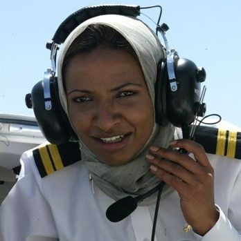 Hanadi Zakriyya Hindi (Saudi Arabia). First woman pilot in Saudi Arabia. (Photo:  indianmuslimnews.blogspot.com )