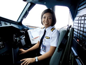 Nguyen Thi Thanh Thuy (Vietnam). First female Vietnamese pilot  (Photo credit:  Thailand.prd.go.th )