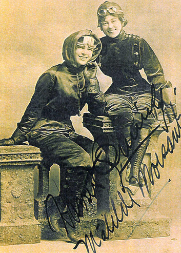 Harriet Quimby with friend and fellow aviator Matilde Moisant