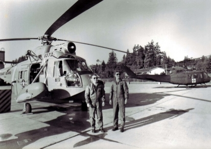 Siebrands and her co-pilot in front of the HH-52