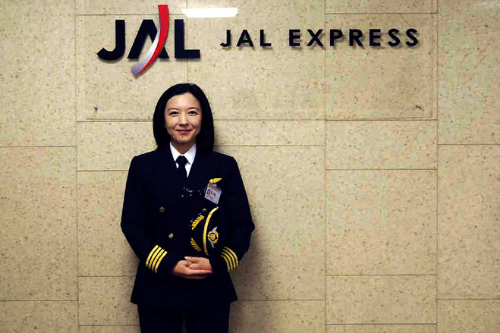 Ari Fuji (Japan). First Japanese woman Captain of a commercial airliner.  (Photo credit:  wsj.com )