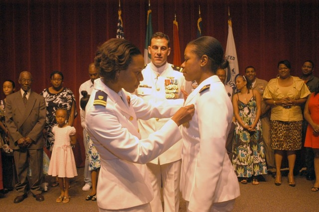 LT Menze pins aviator wings on LTJG La'Shanda Holmes. (Photo: U.S. Navy, Ensign Ryan Trespalacios)