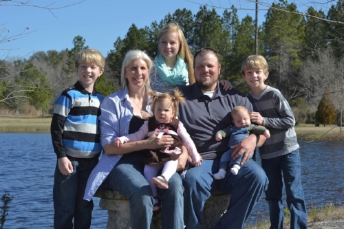 Mizell with her husband Garrett an Emergency Room R.N. and their five children. (Photo: Gina Mizell)