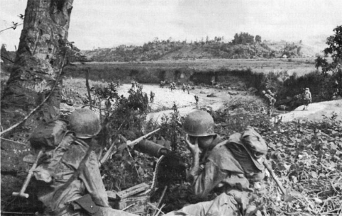 Heavy machine guns cover soldiers of the 77th Infantry Division crossing the Antilao River at Ormoc, December 1944. (Photo: WWII Archives).